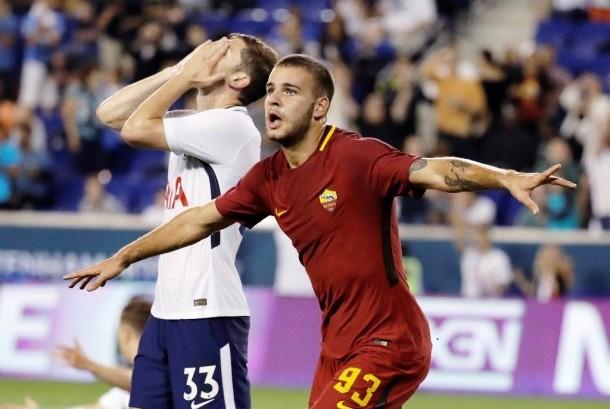 Marco Tumminello merayakan golnya yang mengantarkan AS Roma menang 3-2 atas Tottenham Hotspur.