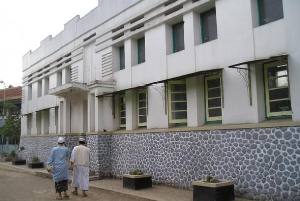Masjid Assyuro, Cipari