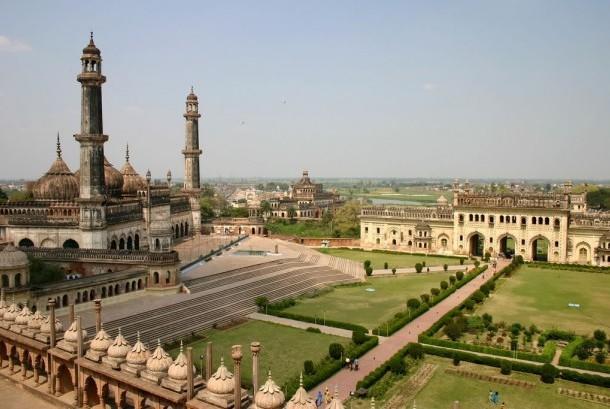 Masjid dan istana Bara Imambara, Lucknow, India