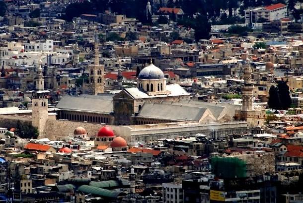 Menikmati Keindahan Paduan Seni Islam dan Romawi di Masjid Umayyah