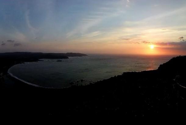 Matahari terbenam di puncak Darma, Geopark Cilletuh, Sukabumi Selatan