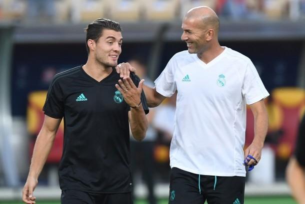 Mateo Kovacic (kiri) dan Zinedine Zidane.