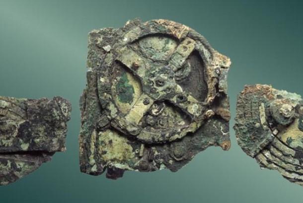 Mekanisme antikythera dapat dikatakan sebagai komputer tertua di dunia. Mekanisme ini sudah berusia 115 tahun.