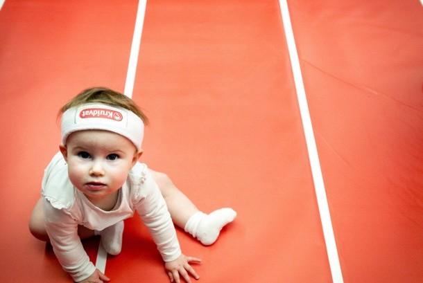 Mengenakan popok sangat lazim bagi bayi hingga usianya dua tahun, namun waspadai sejumlah gangguan akibat popok bagi bayi.