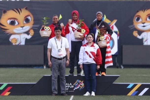 Menko PMK, Puan Maharani, oleh Panitia Sea Games XXIX Kuala Lumpur diberikan kehormatan untuk mengalungkan medali kepada Peraih Medali Emas nomor ini.