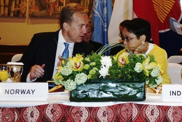 Menlu Retno Marsudi (kanan) dan Menlu Norwegia Berge Brende (kiri) memimpin pertemuan Kerja Sama Selatan-Selatan dan Triangular mengenai Bina Perdamaian yang digelar di Gedung Perutusan Tetap Republik Indonesia untuk PBB di New York, Amerika Serikat, Senin (18/9).