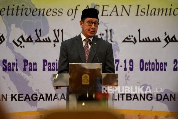 Menteri Agama Lukman Hakim Saifuddin memberikana arahan saat pembukaan Halaqah Ulama ASEAN 2017 di Jakarta, Selasa (17/10).