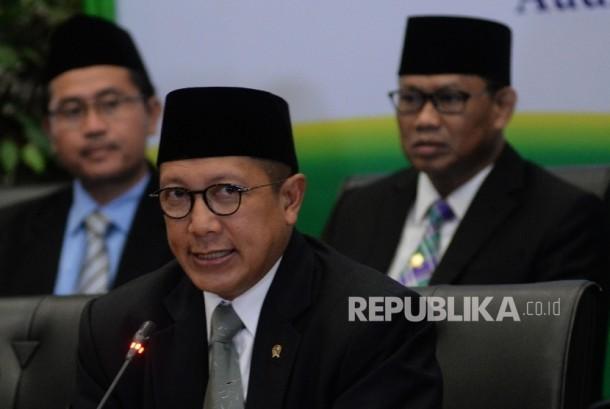 Menteri Agama Lukman Hakim Saifuddin (tengah)