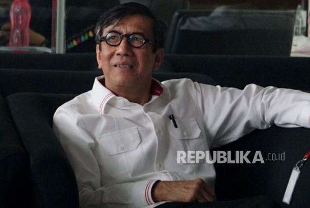 Menteri Hukum dan HAM Yasonna Laoly bersiap menjalani pemeriksaan di Gedung KPK, Jakarta, Senin (3/7).