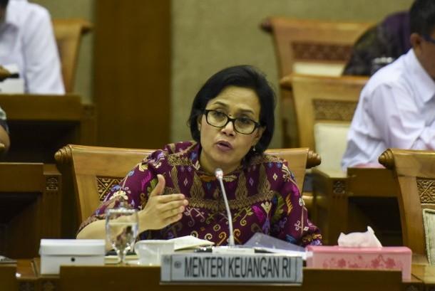 Menteri Keuangan Sri Mulyani Indrawati mengikuti rapat kerja dengan Komisi VI DPR di Kompleks Parlemen, Senayan, Jakarta, Rabu (24/8).