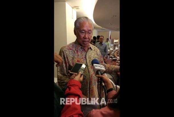 Menteri Perdagangan Enggartiasto Lukita memberi penjelasan pada wartawan terkait pencabutan izin 31 importir hortikultura, Kamis (23/3).