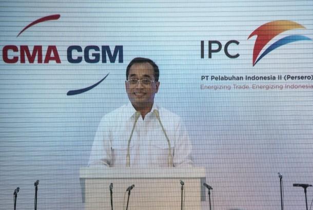 Menteri Perhubungan Budi Karya Sumadi memberi sambutan dalam peresmian kedatangan kapal CMA CGM Ottelo di Jakarta International Container Terminal (JICT), Jakarta, Minggu (23/4).