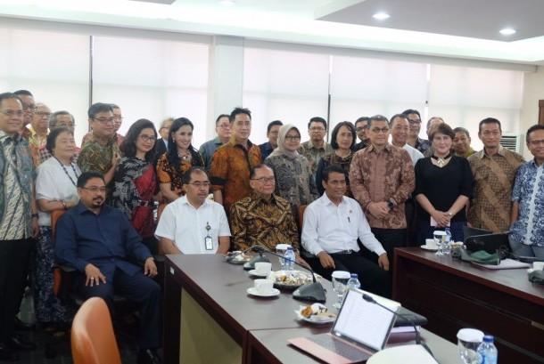 Menteri Pertanian (Andi Amran Sulaiman) bersama Anggota Dewan Pertimbangan Presiden (Watimpres), Sidarto Danusubroto, Selasa (22/8/2017) menghadiri Rapat ke-4 Persiapan Rembuk Nasional 2017.