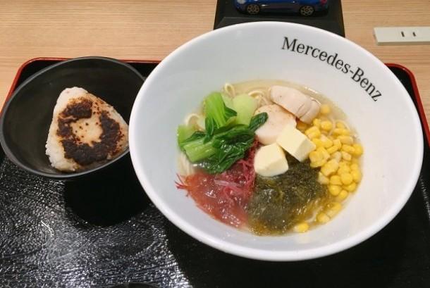 Mercedes-Benz Connection Tokyo jual ramen super enak.