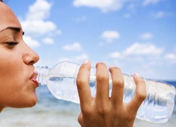 Minum air putih lebih menyehatkan dibanding apapun