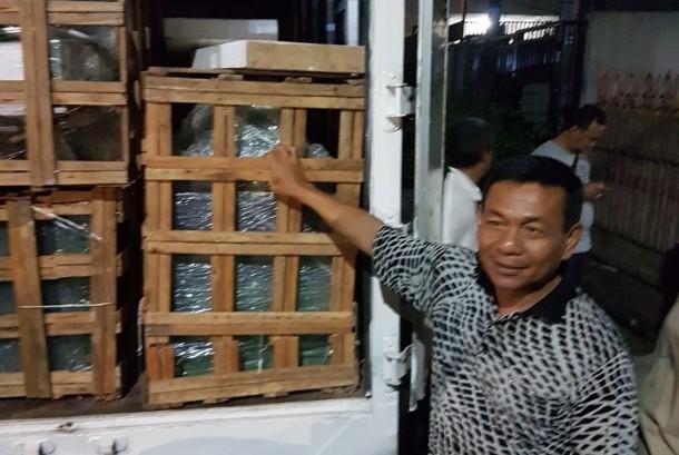 Mobil box berisi narkotika jenis sabu sebanyak 300 kilogram berhasil diamankan Badan Narkotika Nasional (BNN) di Pluit, Jakarta Utara, Rabu (26/7).