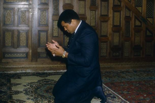 Ali, Puisi, Donald Trump, dan Para Pengawalnya