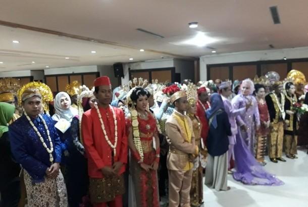 Nikah massal di Surabaya.