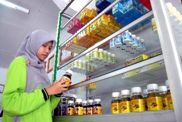 Obat herbal dijual di toko obat (ilustrasi).