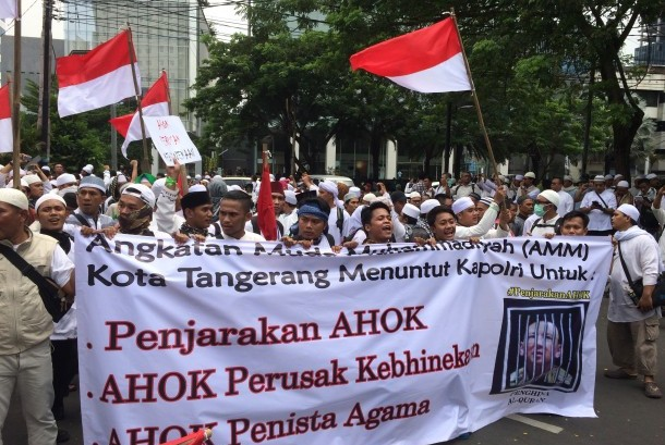 On Friday (11/4), the mass took to the street to demanding Basuki Tjahaja Purnama (Ahok) to be imprisoned for religious blasphemy. They also said Ahok has torn diversity of the nation.