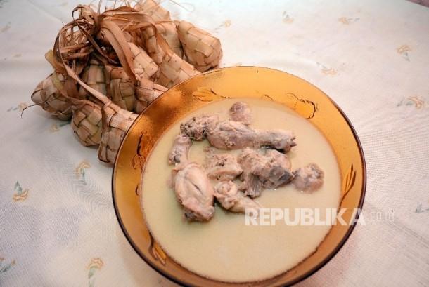 Opor ayam, menu khas Lebaran.