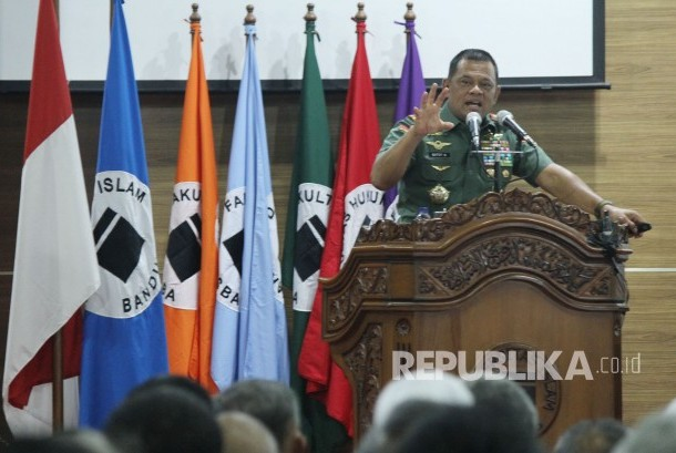 Orasi Imiah Panglima TNI Jenderal Gatot Nurmantyo, di Aula Universitas Islam Bandung (Unisba), Kota Bandung, Sabtu (18/11).