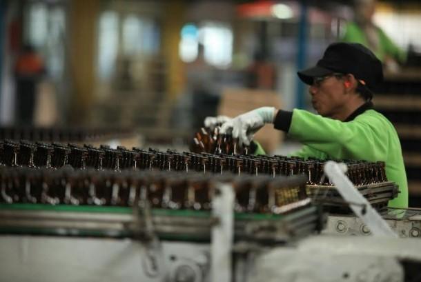 Pabrik botol PT Kangar Consolidated Industries (KCI) menggunakan gas bumi dari PGN.