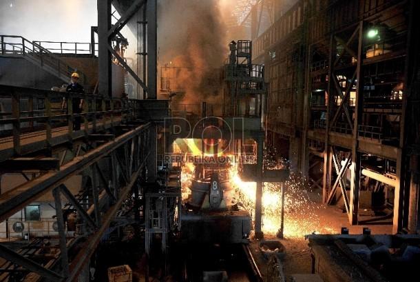 Pabrik peleburan baja (ilustrasi)