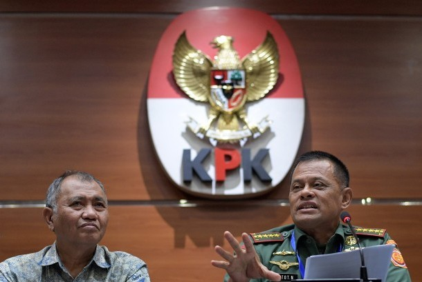 ndonesian Military Commander General Gatot Nurmantyo (right) and Chairman of Corruption Eradication Commission (KPK) Agus Rahardjo held a press conference on the alleged corruption of AgustaWestland (AW) 101 helicopters procurement case at KPK office, Jakarta, Friday (May 26).