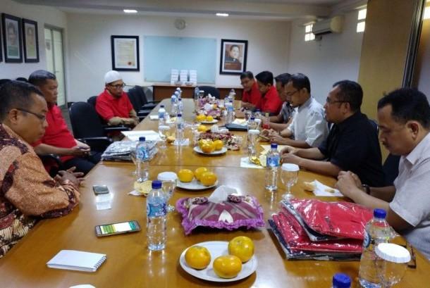 Panitia Zikir Nasional Republika 2017 mengadakan silaturahim dengan tim Majelis Az-Zikra dan Masjid At-Tin di kantor harian Republika Jakarta, Selasa (12/12).