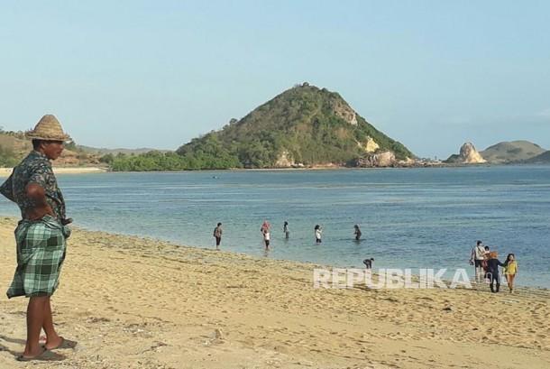 Pantai Kuta Mandalika di Lombok Tengah, NTB.