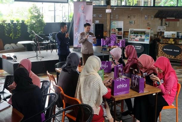 Para blogger saat mengikuti kegiatan