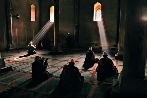 Para jamaah sufi berdoa ilustrasi