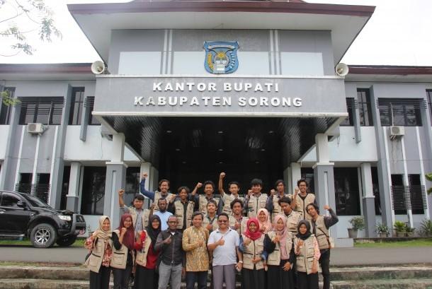 Para mahasiswa UMY yang melakukan KKN di Sorong.