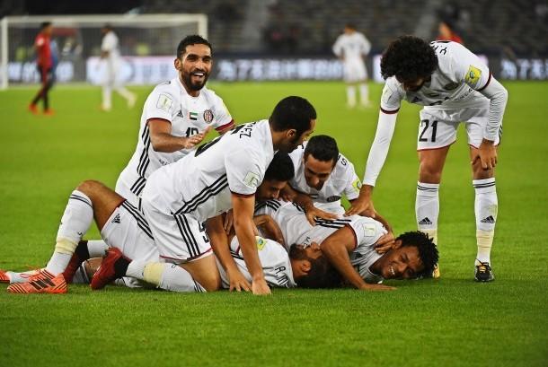 Para pemain Al Jazira merayakan gol ke gawang  Urawa Reds pada laga perempat final Piala Dunia Antarklub di Abu Dhabi, Sabtu (9/12).