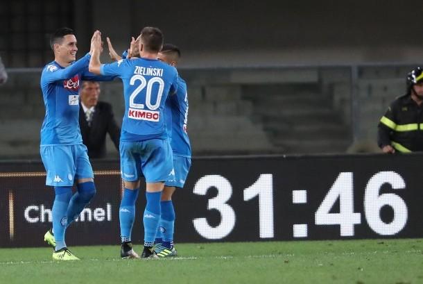 Para pemain Napoli merayakan gol bunuh diri Hellas Verona pada laga Serie A di Stadion Bentegodi, pada Ahad (20/8) dini hari WIB. Napoli menang, 3-1.