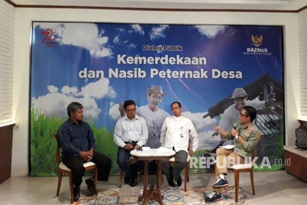 Para Pembicara Dialog Publik Kemerdekaan dan Nasib Peternak Desa yang diadakan Baznas, di Tjikini Lima Cafe, Jakarta, Rabu (16/8).
