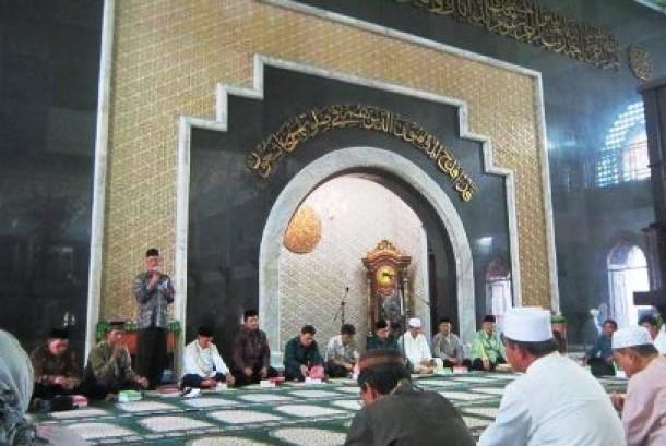 Para pemuka agama dari pusat dan daerah bertemu dalam Dialog Pengembangan Wawasan Multikultural Intern Pemuka Agama Islam Pusat dan Daerah di Kabupaten Kutai Kartanegara, Kamis (24/10).