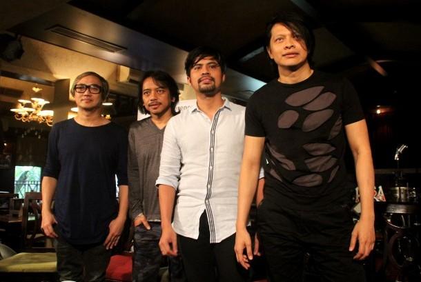 Para personel grup band GIGI (dari kanan) Armand Maulana, Gusti Hendy, Dewa Budjana dan Thomas Ramdhan berpose seusai konferensi pers