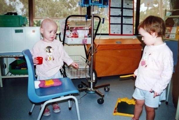 Pasangan kembar ini dinyatakan menderita kanker darah di tahun 2002 hanya berselang satu tahun.