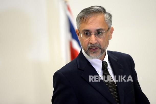 Pascareferendum Inggris. Duta Besar Inggris untuk Indonesia, Moazzam Malik memberikan pernyataan resmi usai hasil referendum Uni Eropa yang menentukan bahwa Inggris keluar dari keanggotaan Uni Eropa di Kedutaan Inggris, Jakarta, Sabtu (25/6)