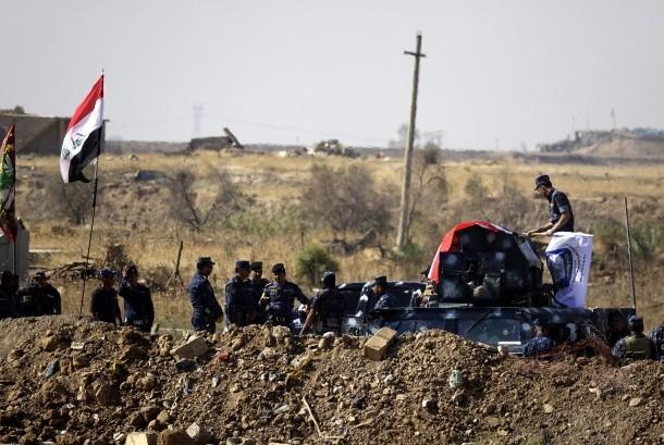 Pasukan kepolisian federal Irak mengambil posisi di selatan kota campuran etnis Kirkuk, utara Irak, Sabtu (14/10) waktu setempat.