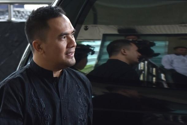 Pedangdut Saipul Jamil bersiap menjalani pemeriksaan di Gedung KPK Jakarta, Selasa (17/1).