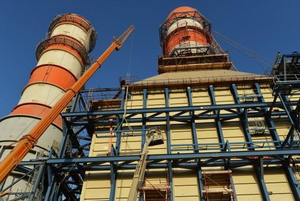 Pekerja beraktivitas di lokasi pembangkit tenaga listrik Siemens di Beni Suef, Mesir.