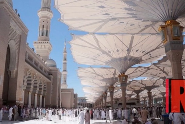 Pelataran Masjid Nabawi di Madinah, Saudi Arabia
