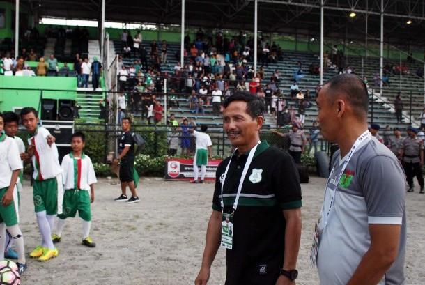 Pelatih baru PSMS Medan Djadjang Nurdjaman atau akrab disapa Djanur tiba di Stadion Teladan Medan, Sumatera Utara, Senin (25/9).