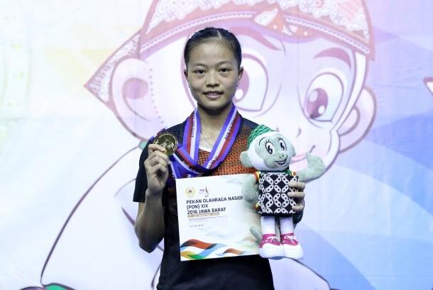 Pemain tunggal putri DKI Jakarta, Fitriani meraih emas PON XIX Jabar, Rabu (28/9).
