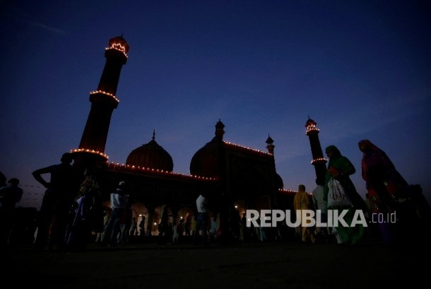 Masjid tak Sekadar Tempat Ibadah