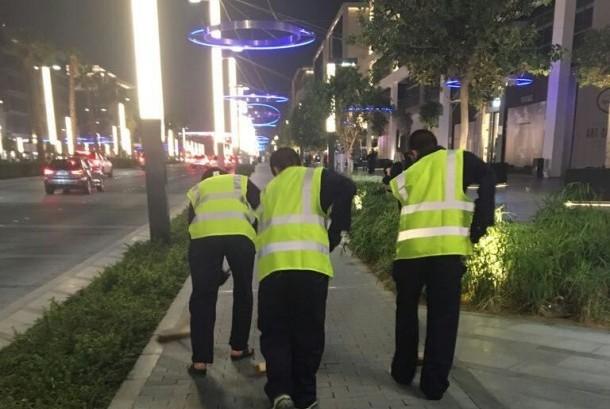 Pembalap liar di jalanan Dubai menjalani hukuman berupa bersih-bersih jalan selama empat jam per hari selama 30 hari