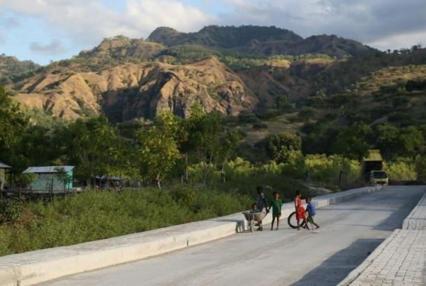 Pembangunan infrastruktur di daerah pinggiran Indonesia